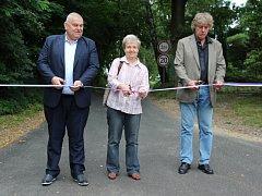 Slavnostního otevření silnice se společně s starostou Pyšel Stanislavem Vosickým a místostarostkou Danou Drábovou zúčastnil i středočeský hejtman Miloš Petera.