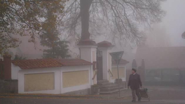 Mlha zahalila Podblanicko nejen ve čtvrtek 19. října, ale také v pátek 20. října.