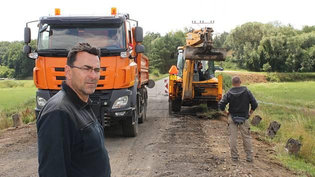Po mostě v Louňovicích pod Blaníkem, vedoucí silnici na Libouň, se řidiči poprvé projedou ke konci července.