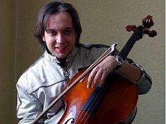 Violoncellista Petr Nouzovský.