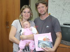 Terezka Velebilová z Radošovic dorazila do redakce Benešovského deníku v doprovodu svých rodičů. Maminky Martiny a tatínka Petra.