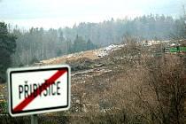 Kvůli uzavření skládky v Přibyšicích se nyní odpad převáží do Votic. I to zdraží cenu likvidace odpadků.