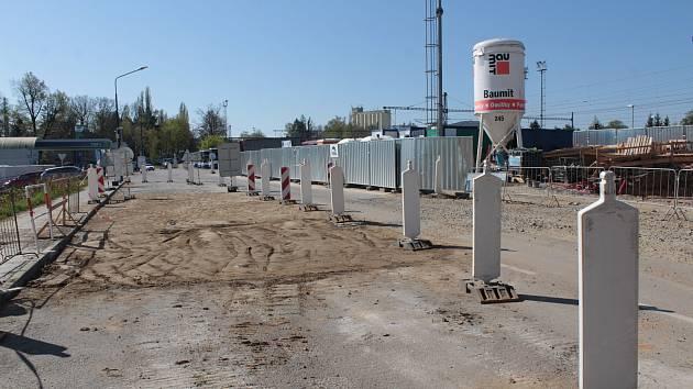 Výstavba dopravního terminálu v Nádražní ulici v Benešově.