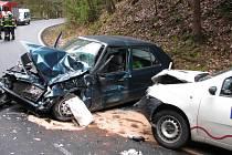 Nehoda dvou osobních vozů zastavila provoz na přivaděči k dálnici D1 od Českého Šternberka