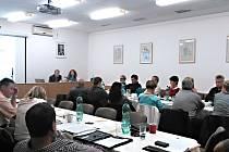 Jednání týneckých zastupitelů o technických službách.