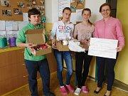Účastníci Benešovského literárního festivalu i děti ze sedlčanské školy pomáhají organizaci nabízející hospicovou péči na Benešovsku.