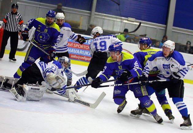 Hokejové derby vyhráli vlašimští Rytíři nad benešovskými Lvy 3:2.