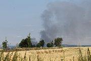 Požár haly v brodecké Jawě. Pohled směrem na Brodce od Bukové Lhoty.