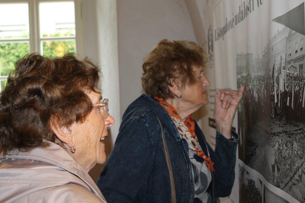 Vernisáž výstavy 30 let svobody v Kláštere sv. Františka z Assisi