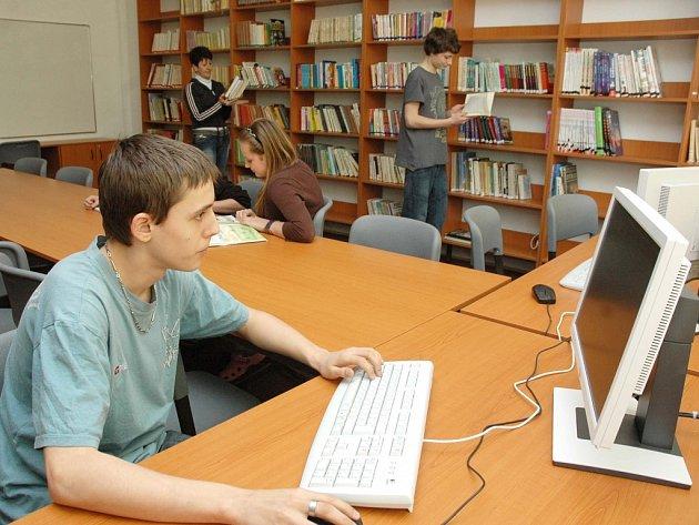 Program internitizace knihoven pravděpodobně neskončí. Alespoň ne tento rok.