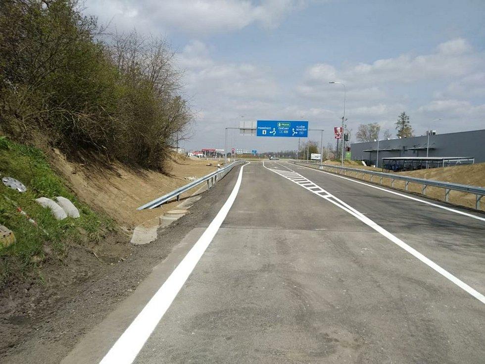Dokončené napojení okružní křižovatky na silnici I/3.
