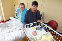 Malý František Kuthan se narodil 31. října v 8.36 šťastným rodičům Nadě Srbové a Jiřímu Kuthanovi. Při narození František vážil 3 510 gramů a měřil 52 centimetrů. Doma bude rodinka v Petroupimi.
