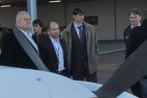 Středočeský hejtman Miloš Petera jednal v pátek 13. listopadu ráno o dalším provozu a rozvoji letiště v Nesvačilech.