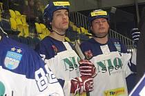 S kapitánským céčkem na prsou povede Martin Čičatka (vpravo) vlašimské rytíře na zteč proti kladenským nájezdníkům.