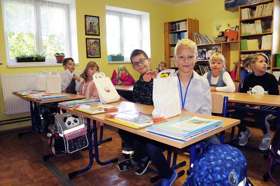 První školní den v ZŠ s MŠ Teplýšovice.