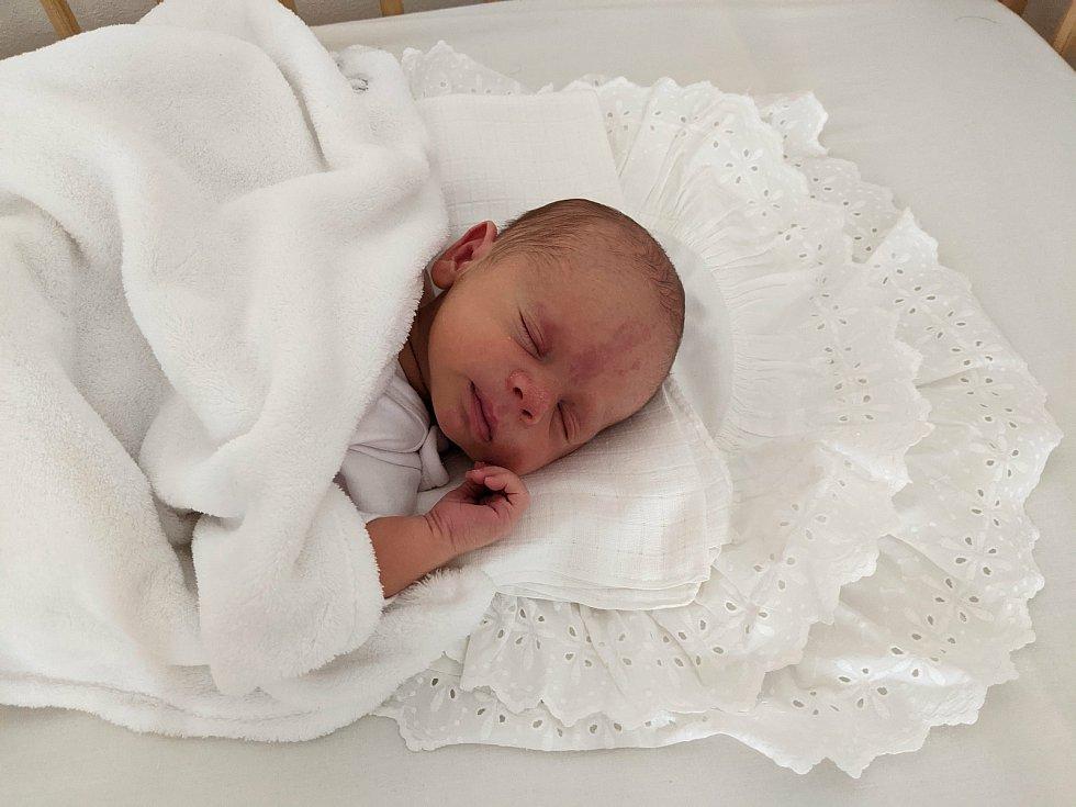 Václav Vlasák se narodil v úterý 23. března 2021 ve 12:04 v příbramské porodnici mamince Kateřině a tatínkovi Václavovi Vlasákovým. Vážil 3560 g a měřil 50 cm. Doma už se na něj těšila čtyřletá Maruška a dvouletá Anička.