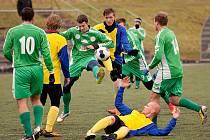 Sedlčanští hráči vlétli na umělku jako uragán a než se domácí stačili vzpamatovat, tahal Tlamicha třikrát míč ze své sítě. Nakonec zápas skončil divokým výsledkem 4:7.