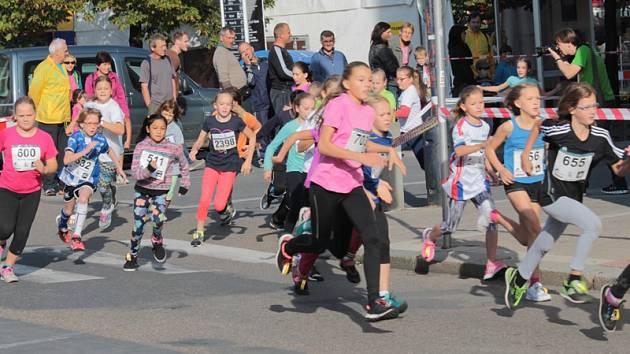 Mladí sportovci rozbíhali Benešovský běžecký festival.