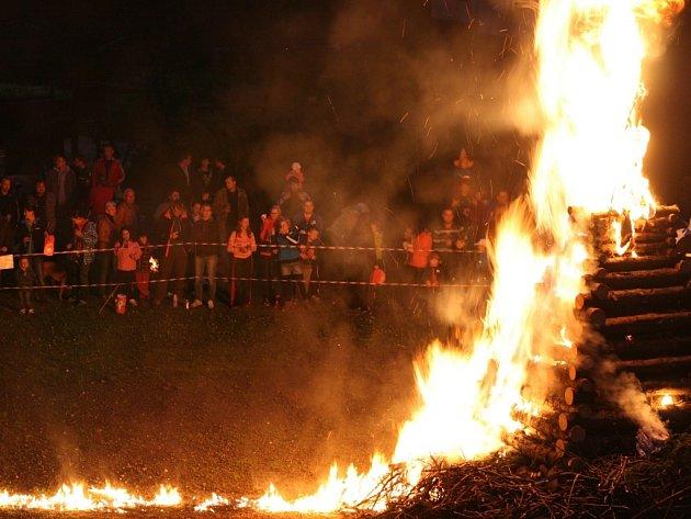 Čarodějnice se tentokrát obešly bez ostrých zásahů hasičů.