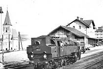 Na nádraží Dolní Kralovice přijel poslední vlak v létě roku 1975.