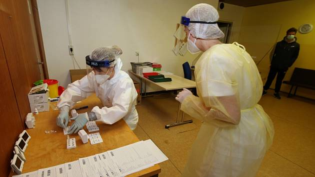 Testování na koronavirus. Ilustrační foto.