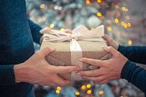 Půjčku na vánoční dárky má podle průzkumů třetina Čechů.