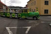 Zeleno-žlutý vláček se proháněl ulicemi Benešova.