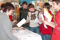 Přehlídka škol je pro deváťáky a jejich rodiče jednou z možností, kde se mohou blíže seznámit se studijními a učebními obory