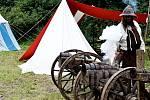 Nelítostné souboje, bitva nebo například komentované ukázky výzbroje středověkého vojáka. To je jen malý výčet z programu Historického festivalu, který se konal v sobotu 27. července v okolí tvrze v Mrači.