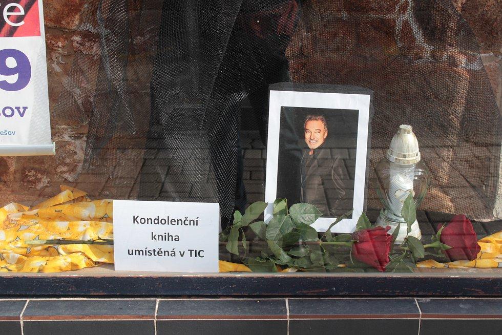 Kondolenční knihu najdou obyvatelé Benešova v KIC na Masarykově náměstí.