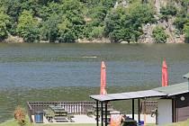 Vody v Slapské přehradě ubývá. Vodohospodáři ji upouští, aby mohli opravit část vodního díla Kamýk.