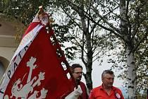 Spolku českých vlastenců přibyla na praporu zborovská stuha.