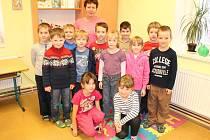 Žáci první třídy ze ZŠ Zdislavice s třídní učitelkou Dagmar Vodolánovou.
