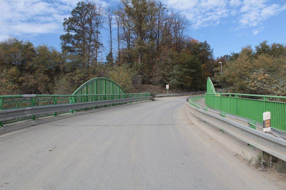 Most pod Beztahovem patří Voticím a nyní ho musí za své opravit.