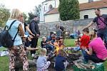 Zábavné odpoledne s Mateřským centrem Hvězdička na farní zahradě na Karlově v Benešově.