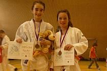 Viktorie Fuksová (vlevo) skončila první a Claudie Grewe na 3. místě.