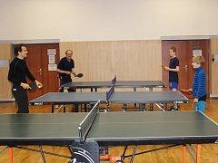 Novoroční turnaj rodinných družstev ve stolním tenisu.