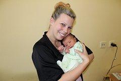 Viktor Vlach se narodil 6. listopadu ve 12.42 šťastným rodičům Tereze a Josefu Vlachovým. Jejich prvorozený synek při narození vážil 3 530 gramů a měřil 52 centimetrů. Rodina bude žít v Benešově.