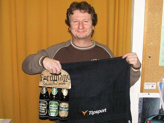 Robert Žarnecki, fotbalový a futsalový rozhodčí z Chotýšan vyhrál 2. kolo Zimní Tipsport ligy BND a získal ručník od sázkové kanceláře Tipsport a pivo od pivovaru Ferdinand Benešov.