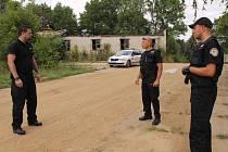 Městská policie Benešov při výkonu služby v areálu Táborských kasáren.