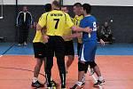 Benešovští volejbalisté zápasy prvního s druhým jasně v Dobříši ovládli.
