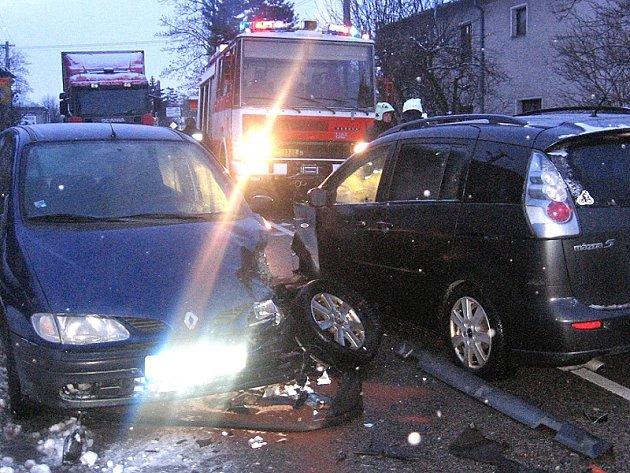 Hlavním argumentem podporovatelů obchvatu jsou časté nehody aut přímo v obci.