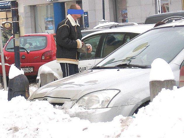 Souzený muž ze Smilových Hor na Mladovožicku, nyní pobytem v Načeradci, je zapletený v stomilionovém daňovém úniku.