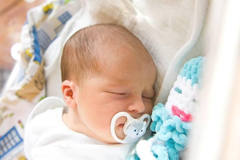 Tadeáš Cenek se narodil v nymburské porodnici 15. července 2021 v 9.00 hodin s váhou 3990 g a mírou 50 cm. Na prvorozeného chlapečka se ve Mcelích těšila maminka Alena a tatínek Martin.