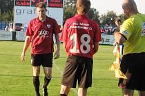 Miloslav Strnad jde ze hřiště v závěru zápasu.