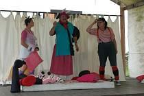 Divadelní představení má velký úspěch nejen u dětí, ale i u jejich dospělého doprovodu.