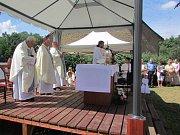 Setkání na Hrádku si nenechal ujít ani pomocný biskup pražský Karel Herbst.