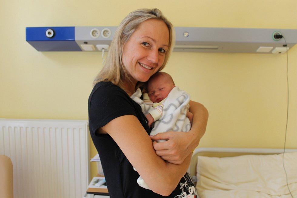 Marek Jindrák se narodil 1. října v 21.01 rodičům Janě Vovsové a Karlu Jindrákovi. Při narození měl 3 130 gramů a 48 centimetrů. Doma v Třebešicích na něj čekají sourozenci Bára (19) a Karel (16).