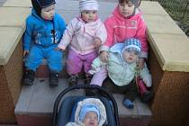 U Zajíců mají už pět vnoučat. Tomáška, Haničku, Markétku, Davídka a Jiříka (zleva).