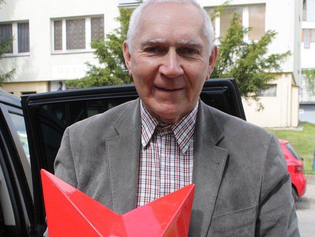 Viktor Kirnienko s hvězdou pro pomník u Dobříčkova.